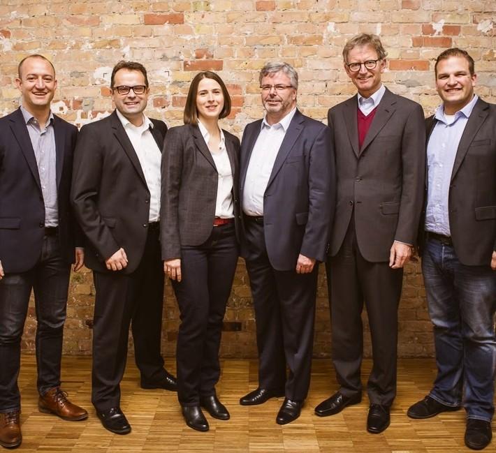 Philipp Herrmann (Gründer & GF etventure), Nils-Christoph Ebsen (zukünft. GF W&W Digital), Carolin Kröger (zukünft. GF W&W Digital), Dr. Manfred Oschwald (zukünft. Beiratsvorsitzender W&W Digital), Dr. Alexander Erdland (Vorstandsvorsitzender W&W AG), Philipp Depiereux (Gründer & GF etventure)