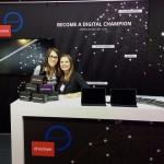 Tiffany Dao und Sarah Braig, Marketing Manager bei etventure -Ein Teil des etventure Team auf dem Tag der Deutschen Industrie