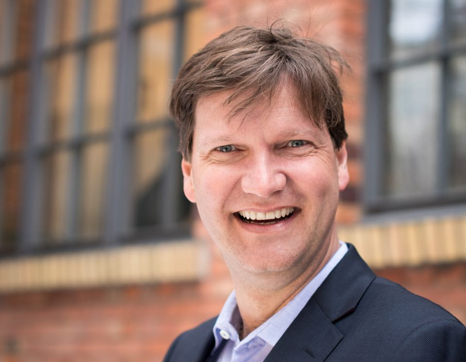 Dr. Daniel Groos