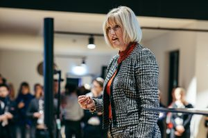 Julie Linn Teigland, Regional Managing Partner GSA EY, im neuen wavespace Berlin